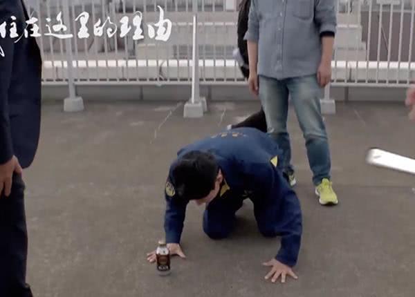 矢野浩二近况曝光 在日本演艺圈像新人给前辈下跪
