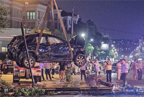 杭州奔驰闹市失控案一审宣判,肇事女司机被判处有期徒刑六年