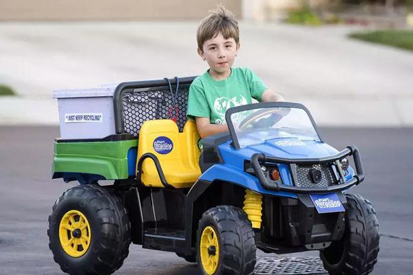 世界最年轻CEO!美国7岁小男孩靠垃圾分类成立垃圾回收公司