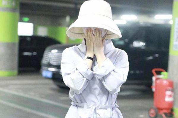 赵丽颖产后现身正面近照曝光 成为妈妈完全不影响她的身材
