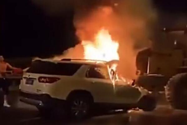 铲车司机拒绝挪车两人身亡是什么情况?司机拒绝挪车救人后车起火