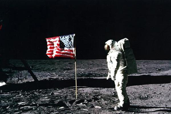 人类登月50周年纪念日要到了 当年美国阿波罗11号登月计划发生了什么?