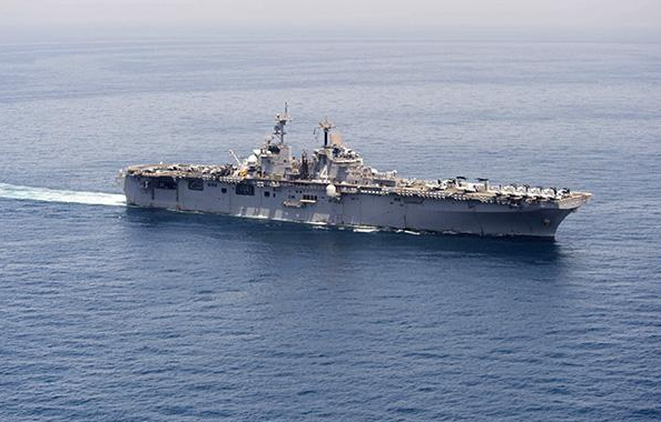 """美国军舰在霍尔木兹海峡摧毁一架伊朗无人机,特朗普称是""""防御行为"""""""