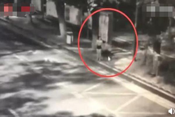 长沙女子凌晨被戳伤警方通报:戳臀部嫌疑人抓获