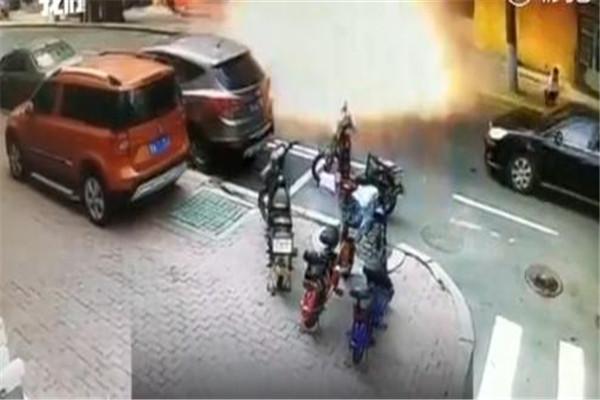 哈尔滨一面馆发生煤气罐爆炸多人受伤 爆炸瞬间威力巨大多辆车辆受损