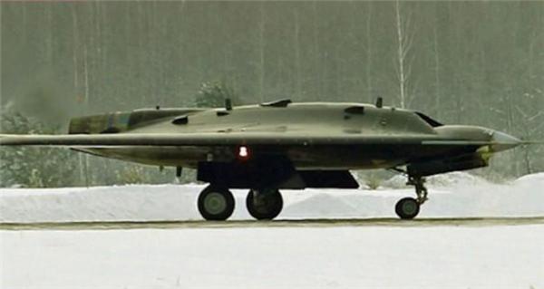 俄罗斯隐形无人机首度试飞,外形炫酷充满科技感