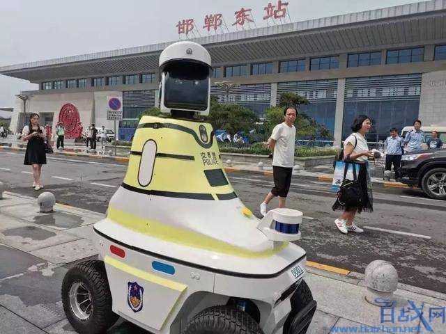机器人交警上岗,机器人交警,邯郸机器人交警,人工智能机器人