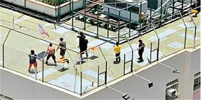 """香港某学校青年在中学楼顶疑似""""演练""""冲击 余振强中学沦暴徒培训中心?"""