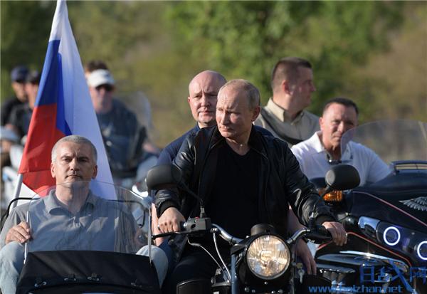 普京驾挎斗摩托车,普京驾摩托车出席车展,巴比伦阴影国际车展