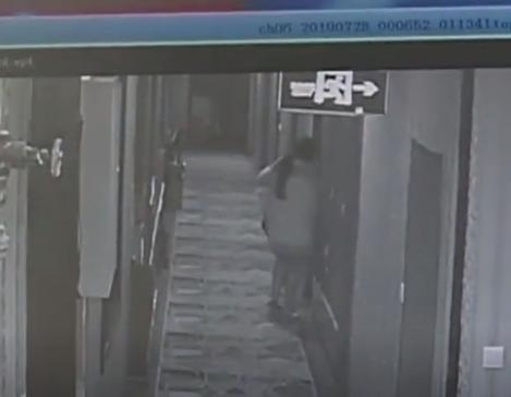 仙人跳,约2名女网友开房被打抢劫,男子约女网友开房被仙人跳