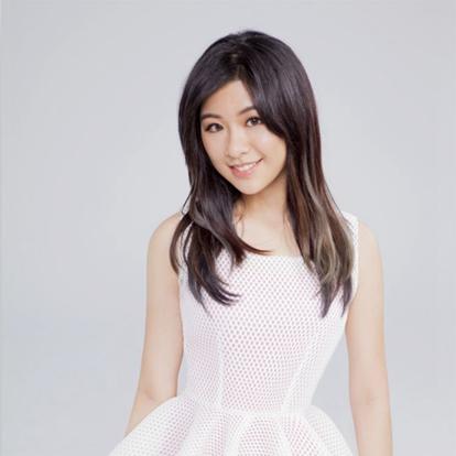 诗敏(Sharon Kwan),1995年10月12日出生于美国,美籍华人,华语流行乐女歌手,毕业于美国网络高中。2002年赴中国大陆留学,留学期间就读于上海音乐学院承办之音乐学校,元培学校小学部。因为喜欢音乐团体女子十二乐坊,所以选择二胡为主修乐器并在2008年返回美国就学。