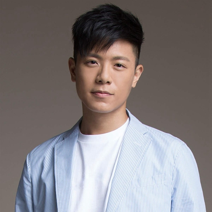 韦礼安,1987年3月5日出生于中国台湾,华语流行乐男歌手,毕业于台湾大学外文系。2006年因参加华视《快乐星期天》在台湾大学举办的校园歌喉战而步入乐坛;2009年签约福茂唱片,推出首张EP《慢慢等》。