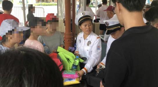 四问上海迪士尼,在中国的土地上歧视亚洲人?