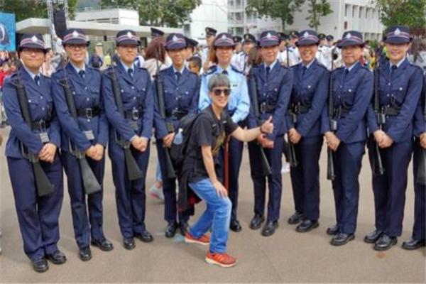 """香港""""正义姐""""再度发声希望道出真相 """"正义姐?#20445;何?#19981;愿被代表"""