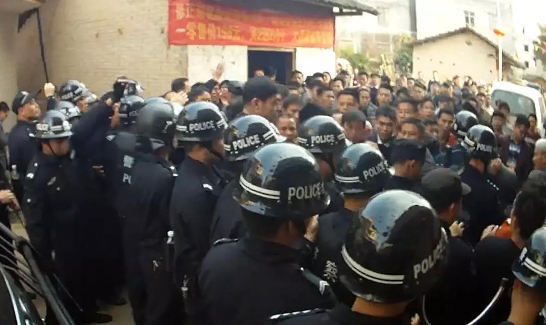 广西村民聚众?#20013;?#20114;?#24618;?8伤案一审宣判 共37人获刑最低1年7个月