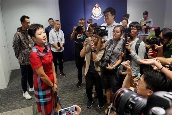 中国记协就内地记者遭港媒围?#36335;?#22768;明 强烈谴责香港无良媒体