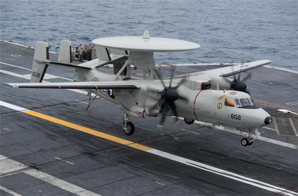 美军航母在中东发生事故,预警机撞坏4架舰载战斗机