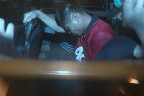 内地男子在港喷涂中国必胜被判监禁4周 污损国徽的香港男子却被保释