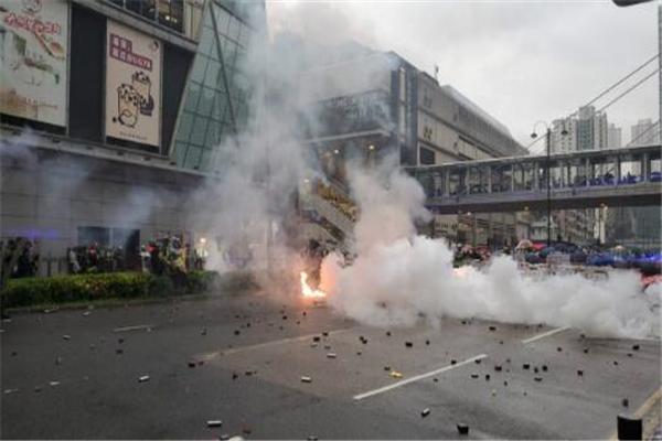 香港荃�潮�y,荃�潮�y,香港暴徒,打砸����,香港暴�y,香港市民,香港警察