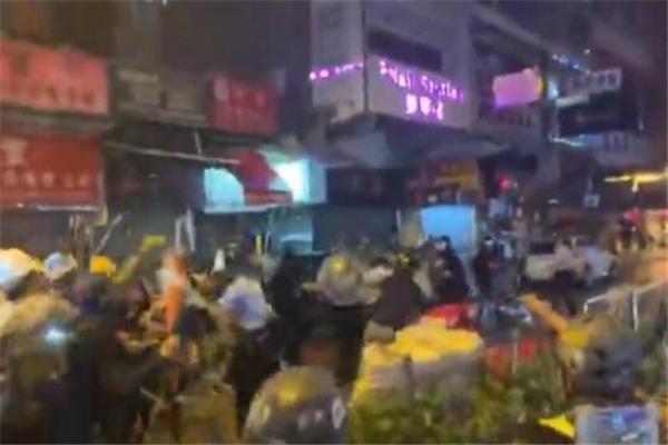 香港,香港暴徒,香港警察,香港暴乱,荃湾暴乱,香港荃湾暴乱,鸣枪示警