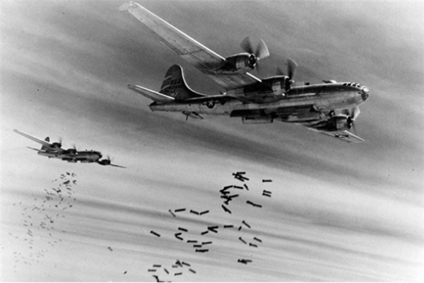 轰炸机,二战,二战时候为什么轰炸机投下的炸弹会有尖啸声,二战轰炸机