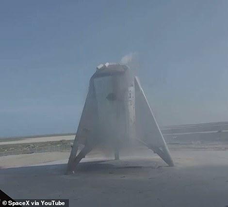 """SpaceX悬浮150米创纪录 火星星际飞船""""星虫""""大成功?"""