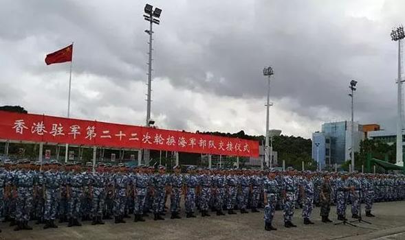 """驻港部队例行轮换,香港废青被吓到喊""""爸爸""""救命"""