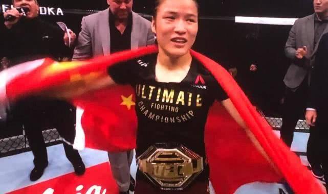 中国UFC首位冠军诞生 张伟丽不到不到1分钟KO巴西女拳王