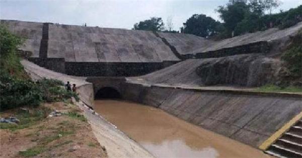42年建成大坝一天就崩塌,官员的甩锅水平令人震惊