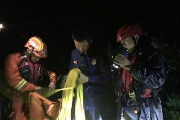 海南乐东一渔船昌化江中打渔翻船沉底 3人获救2人下落不明