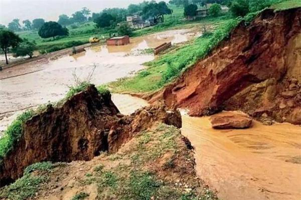 印度大坝,印度大坝坍塌,坍塌,印度大坝启用1天不到就塌