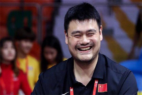 姚明连说三遍全靠自己 中国男篮队员赛后不断抱怨裁判大姚暖心鼓励