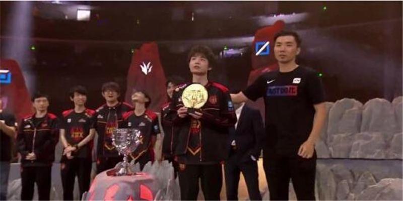 LOL英雄联盟夏季赛冠军出炉 FPX战队3:1击败RNG战队完成新王登基