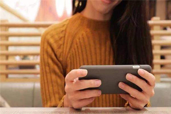 颈椎,低头玩手机,低头玩手机对女性颈椎伤害更大,女性颈椎