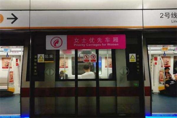 女性车厢,深圳拟地铁高峰女性车厢男士限乘,深圳地铁,地铁高峰女性车厢男士限乘