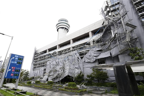 """强台风""""法茜""""登陆日本已致3人死亡 超1万名旅客滞留东京成田机场"""