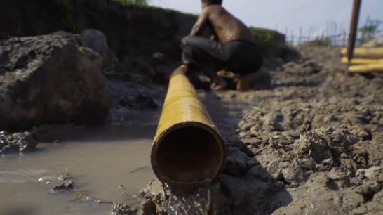 越南小哥用镰刀铲建出几十栋豪宅 建造过程竟然是用挖的!