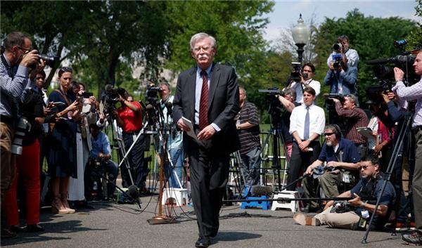 """博尔顿被特朗普开除,对外政策立场强硬""""鹰派""""代表下课"""