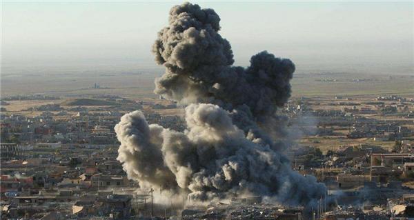 """美军轰炸""""伊斯兰国""""据点,当天投下36吨重的炸弹"""