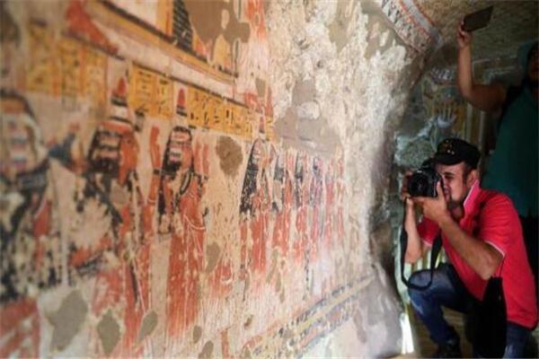 埃及开放两座3300年历史古墓 古墓壁画保存完好重现古埃及人生活