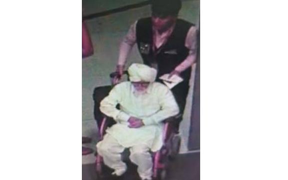 """印度男子扮81岁老人闯机场,他连证件都""""办""""好了"""