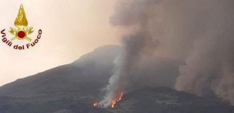 西西里岛火山再度喷发,离上次火山运动仅过去2个月
