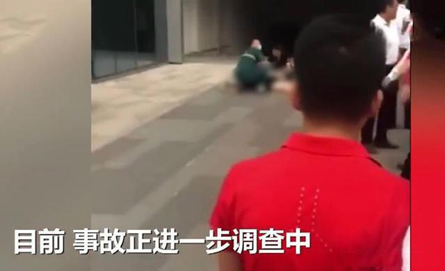 高空坠物,商场4个月5起高空坠物,3米长铁架砸死25岁女子