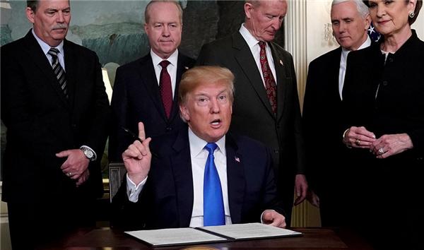 特朗普宣布推迟加征关税,特朗普推迟加征关税,美对中国加征关税