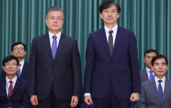 韩女议员当众剃光头,韩女议员剃光头,韩女议员剃光头要求文在寅道歉