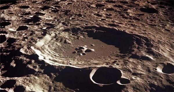 """月球内部可能蕴含""""白金宝藏"""",科学家讲述推测依据"""