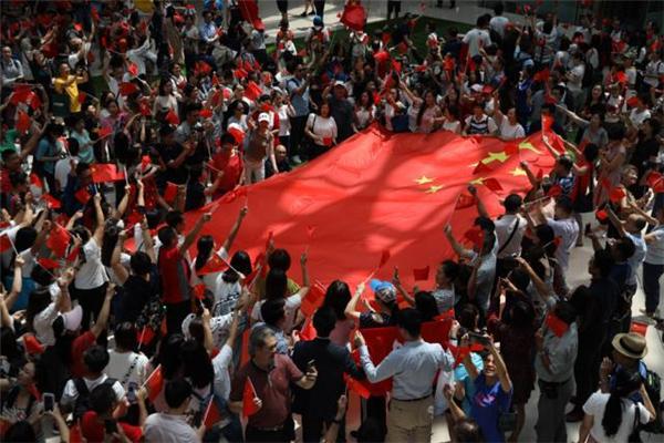 香港奥海城中秋节香港市民合唱国歌 庆祝新中国成立70周年