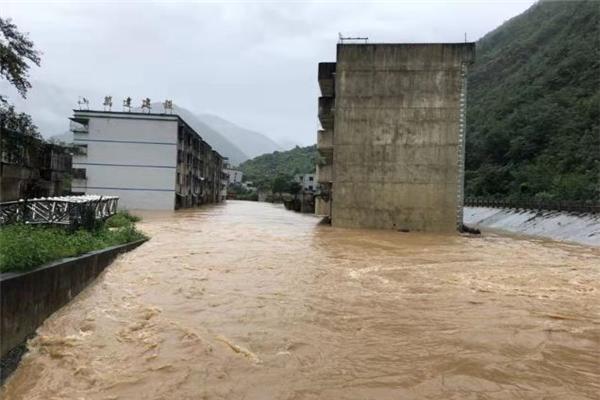 四川北川突发暴雨导致7850人受灾 暴雨致老县城进水,交通受阻