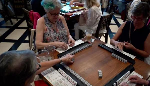 中国麻将攻占美国?外国网友把外婆从牌桌上拽回家