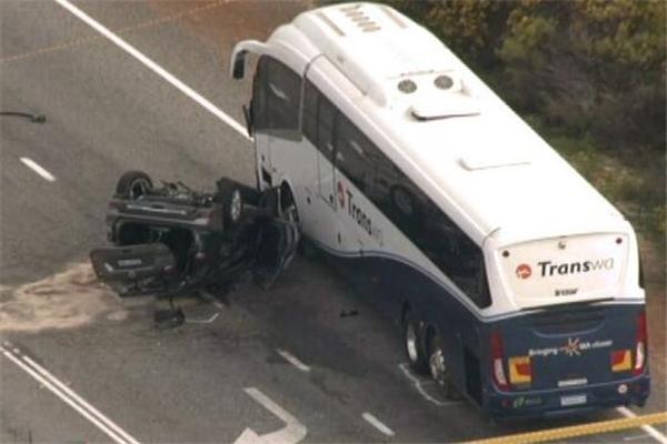 澳大利亚夺命公路再次发生车祸 2名中国公民不幸遇难